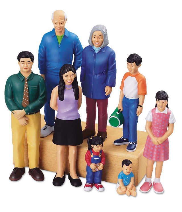 Pretend & Play Asian Family - Set of 8